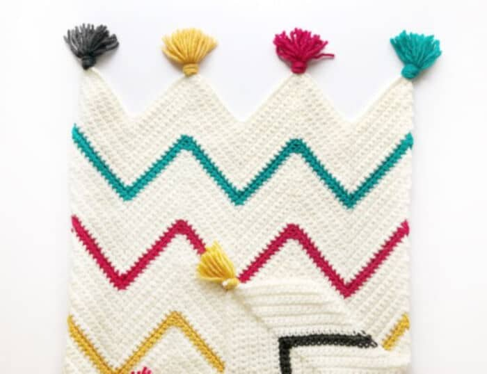 Crochet-Tribal-Chevron-Blanket-by-Daisy-Farm-Crafts
