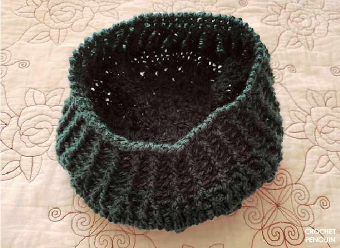 Showing the edge of the ribbed section of the Star Burst Beret